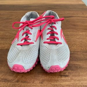 Reebok pink and gray tennis shoes